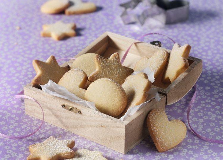 Leicht-Rezept-Klassische-Butterplätzchen-Backen-Weihnachten-Saisonal