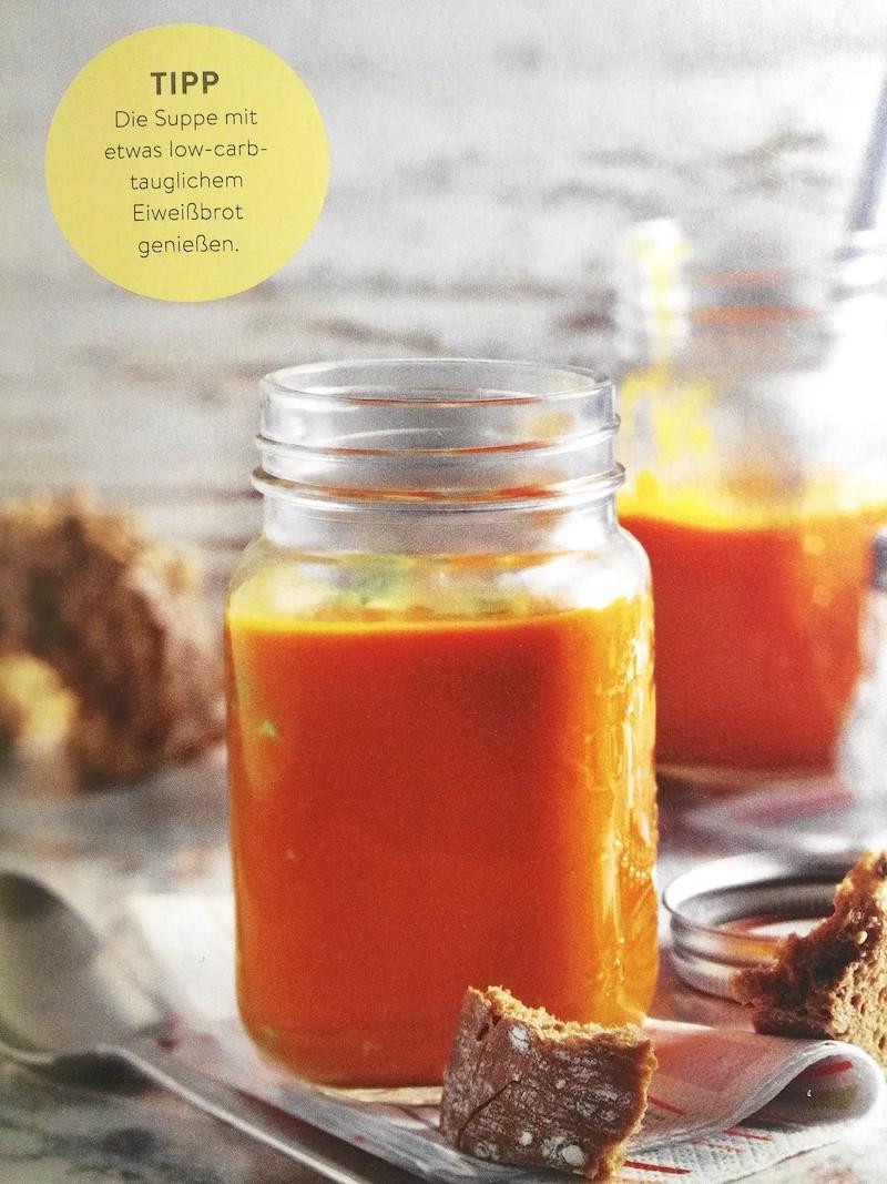 Leicht-Rezept-Tomatensuppe-mit-Avocado-low-carb-fitness-gesund-ernähren