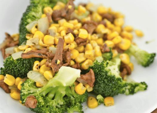 leicht-rezept-Brokkoli-mit-Pfifferlingen-und-Mais-vegan-vegetarisch-gesunde-ernährung