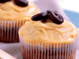 leicht-rezept-kaffee-cupcakes-dessert-backen-essen-min